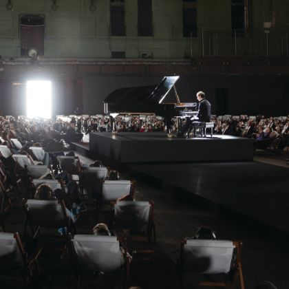 http://www.steinway.com/news/features/a-levitating-career-igor-levit